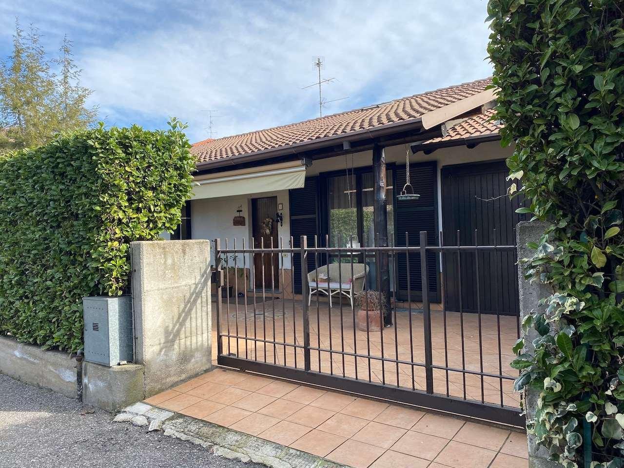 Villa in vendita a Bregnano, 4 locali, prezzo € 315.000   CambioCasa.it