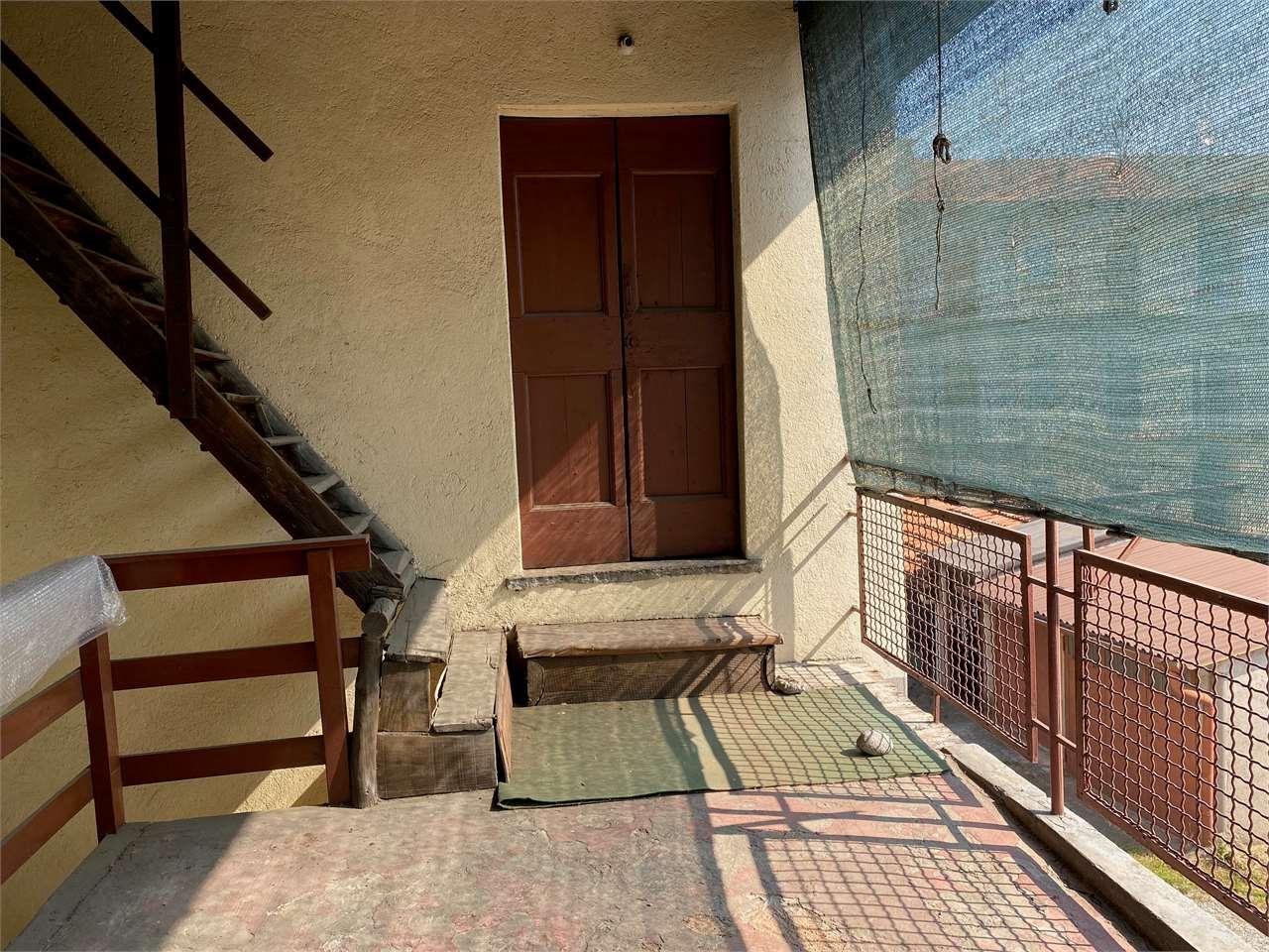 Appartamento in vendita a Fino Mornasco, 4 locali, prezzo € 75.000 | CambioCasa.it