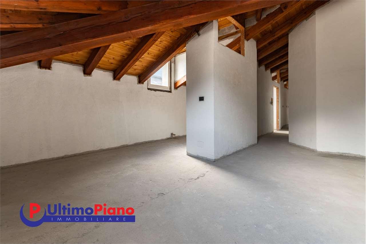 Attico / Mansarda in vendita a Aosta, 5 locali, zona ro, prezzo € 230.000 | PortaleAgenzieImmobiliari.it