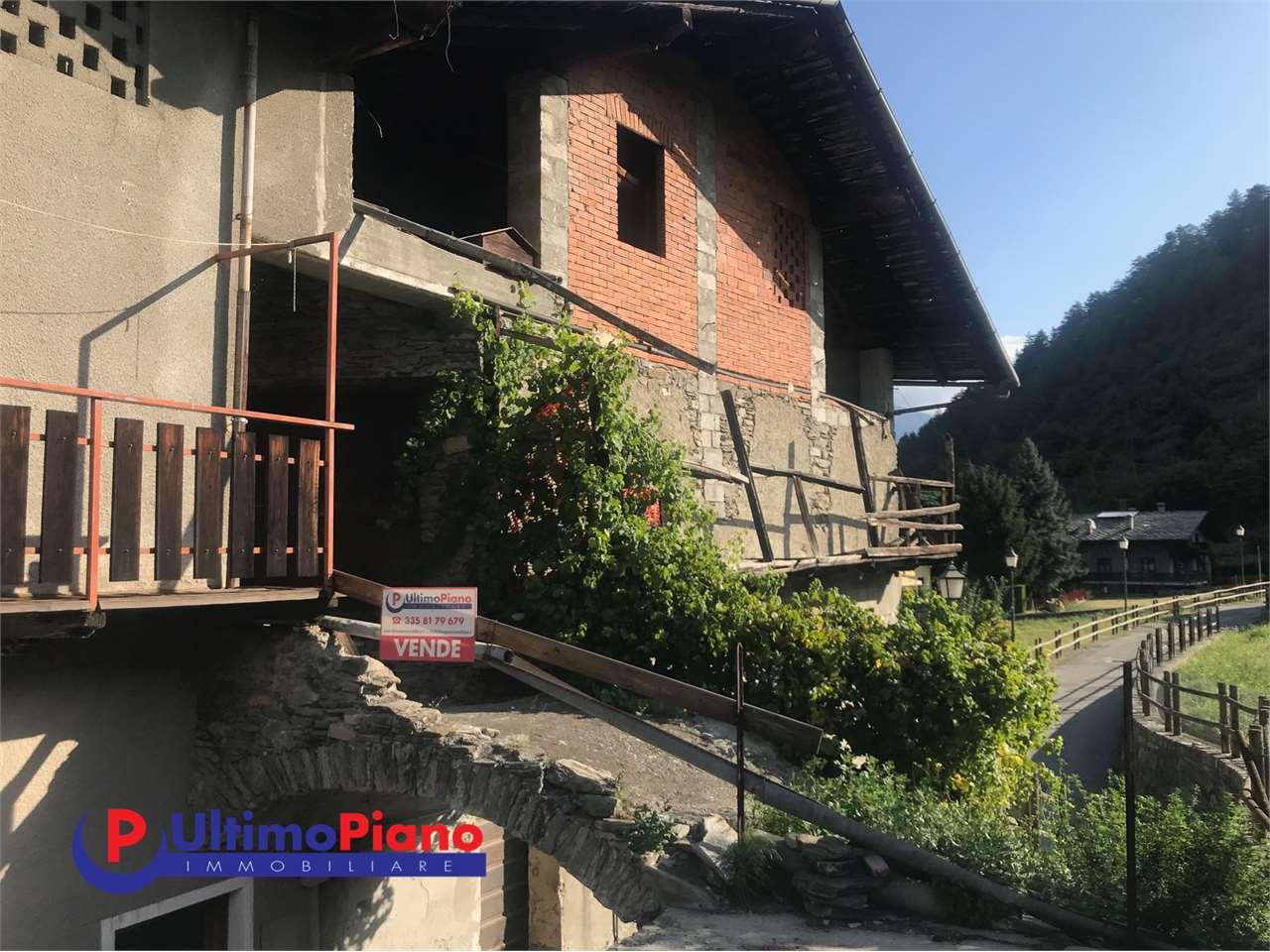 Rustico / Casale in vendita a Gressan, 10 locali, prezzo € 155.000   CambioCasa.it