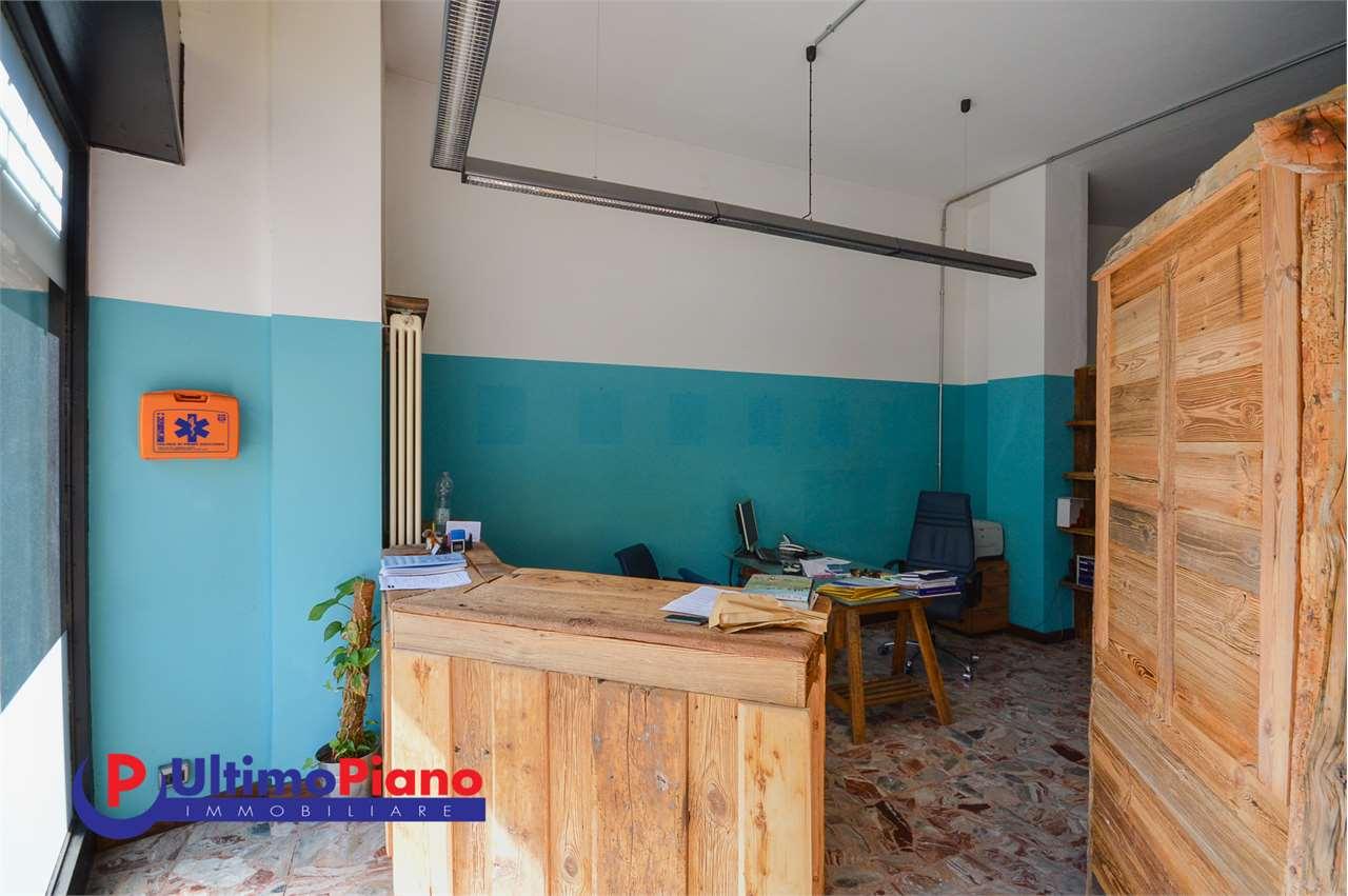 Negozio / Locale in vendita a Aosta, 3 locali, zona Zona: Centro, prezzo € 75.000 | CambioCasa.it