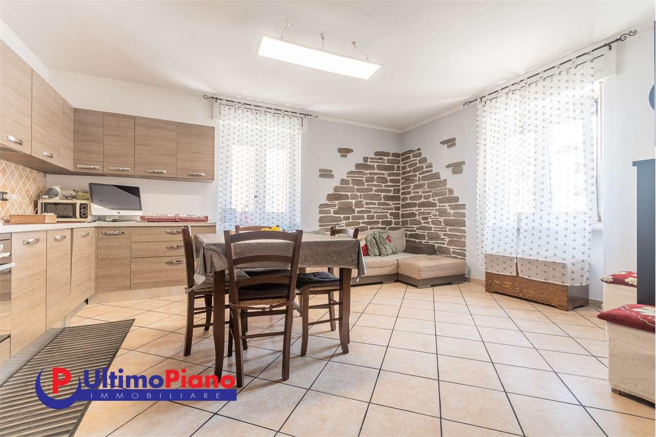 Appartamento in vendita a Aosta, 3 locali, zona Zona: Semicentro, prezzo € 152.000   CambioCasa.it