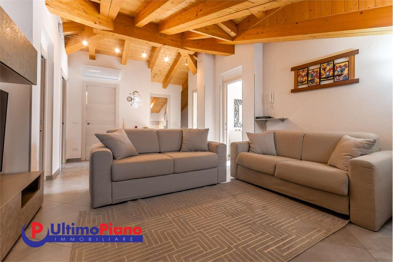 Appartamento in vendita a Aosta, 8 locali, zona Zona: Centro, prezzo € 395.000   CambioCasa.it