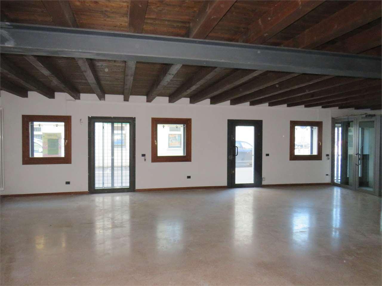 Negozio / Locale in vendita a Isola Vicentina, 2 locali, prezzo € 140.000 | CambioCasa.it