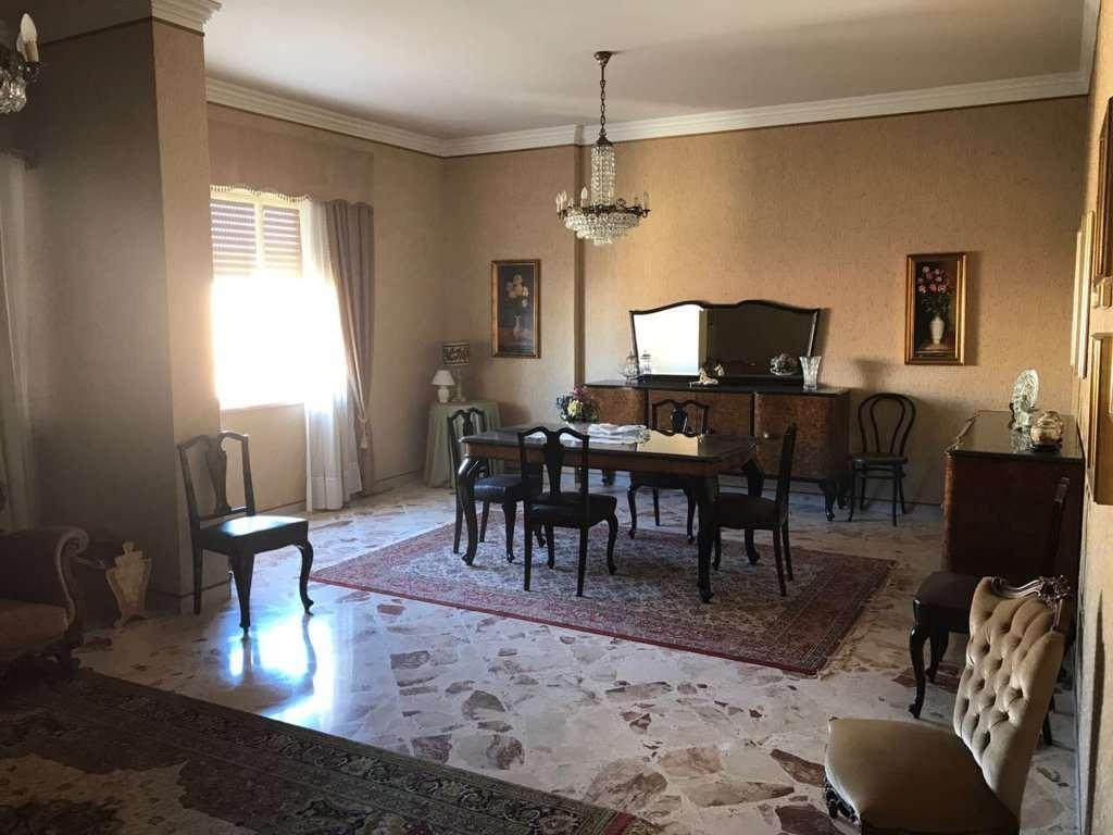 Appartamento in vendita a Marsala, 6 locali, zona Località: Centro storico, prezzo € 160.000   CambioCasa.it