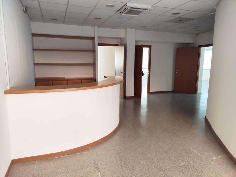 Ufficio / Studio in affitto a Genzano di Roma, 4 locali, prezzo € 1.500 | CambioCasa.it
