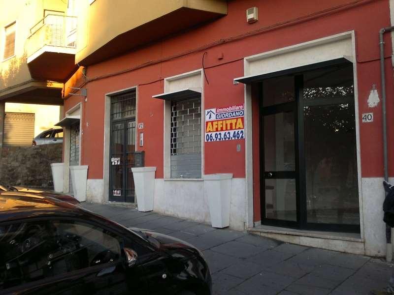 Negozio / Locale in affitto a Genzano di Roma, 3 locali, zona Località: Centro, prezzo € 1.600   CambioCasa.it