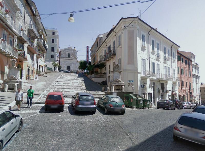 Negozio / Locale in affitto a Genzano di Roma, 2 locali, zona Località: Infiorata, prezzo € 750 | CambioCasa.it