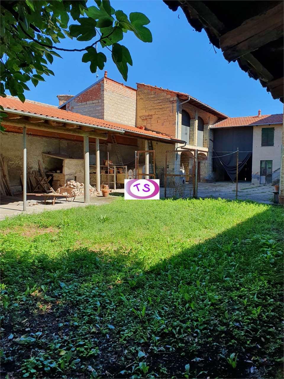 Rustico / Casale in vendita a Frassinello Monferrato, 14 locali, prezzo € 98.000 | CambioCasa.it