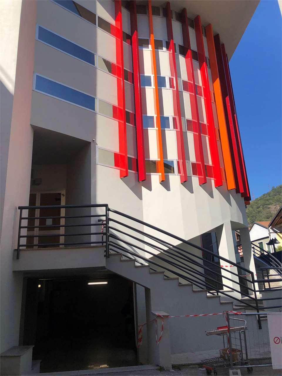 Negozio / Locale in vendita a Omegna, 1 locali, zona Zona: Crusinallo, prezzo € 300.000 | CambioCasa.it