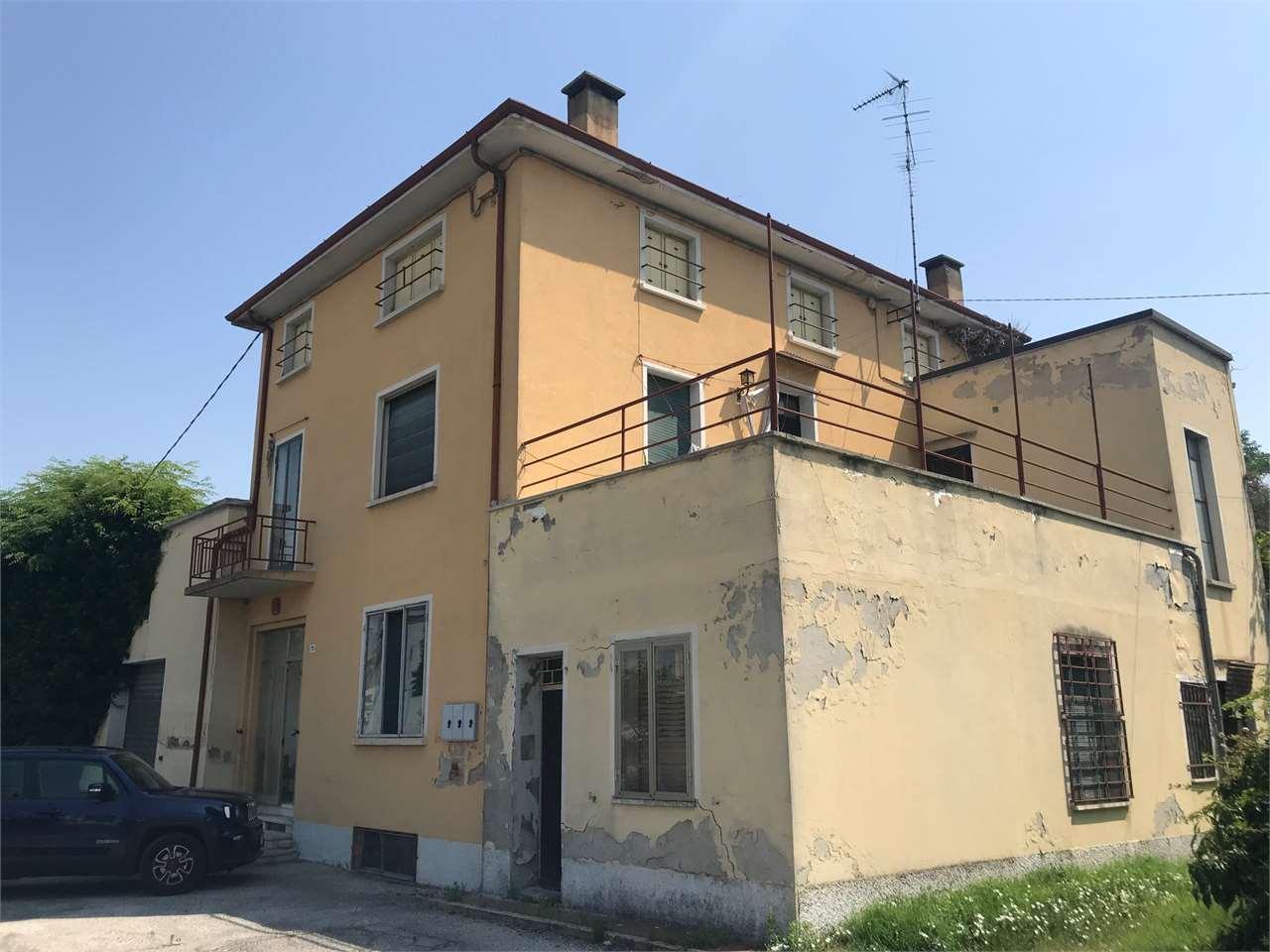 Soluzione Indipendente in vendita a Ostiglia, 9999 locali, prezzo € 200.000 | CambioCasa.it