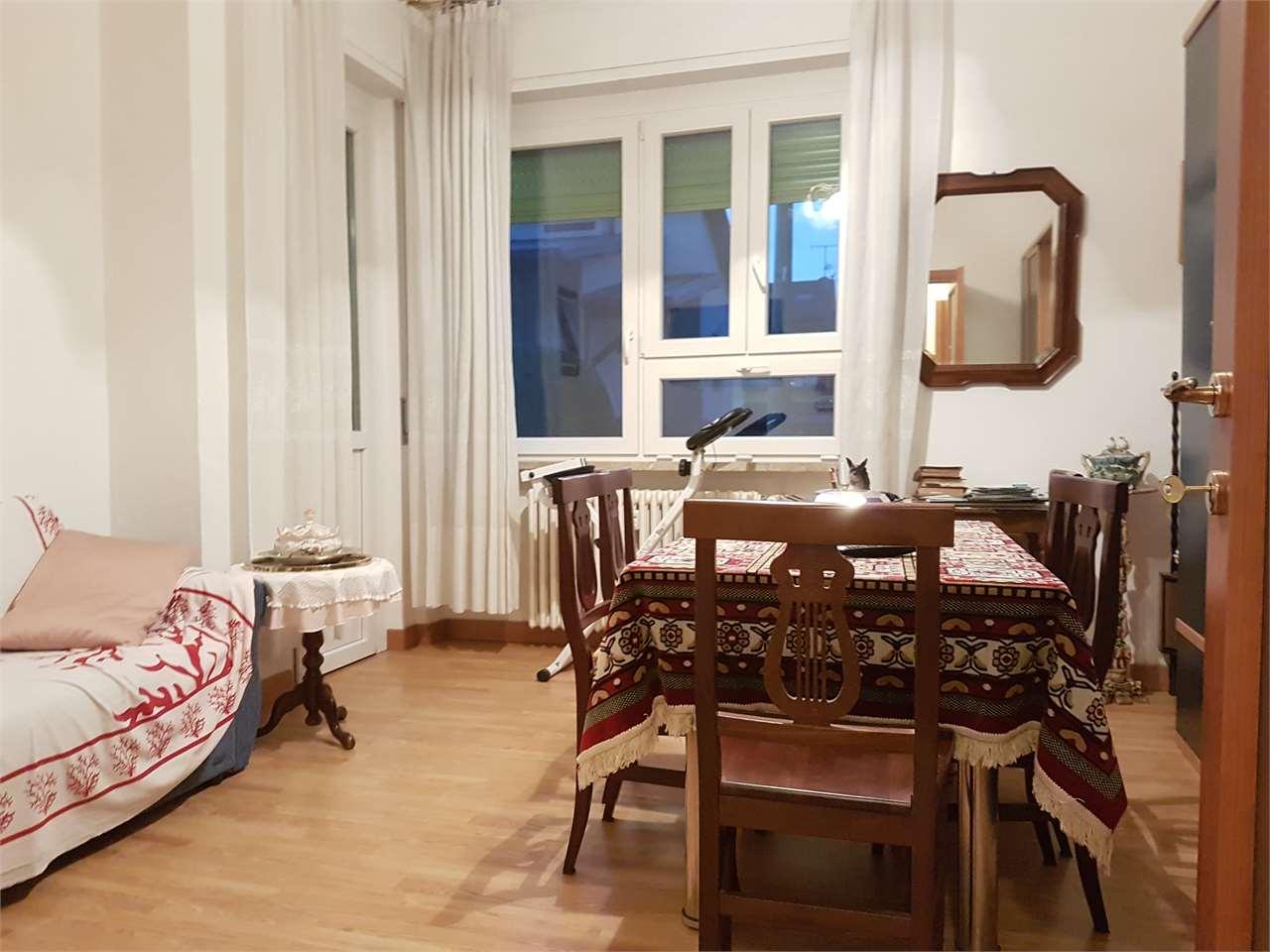 Appartamento in vendita a Arona, 3 locali, prezzo € 109.000   CambioCasa.it