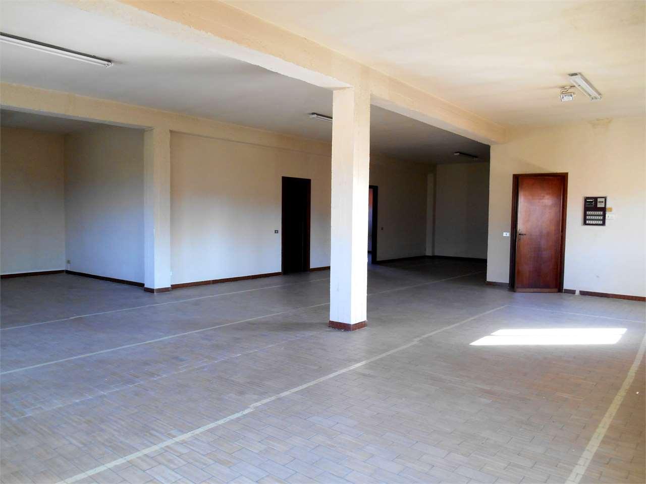 Ufficio / Studio in affitto a Capannori, 3 locali, zona Zona: Lunata, prezzo € 1.300 | CambioCasa.it