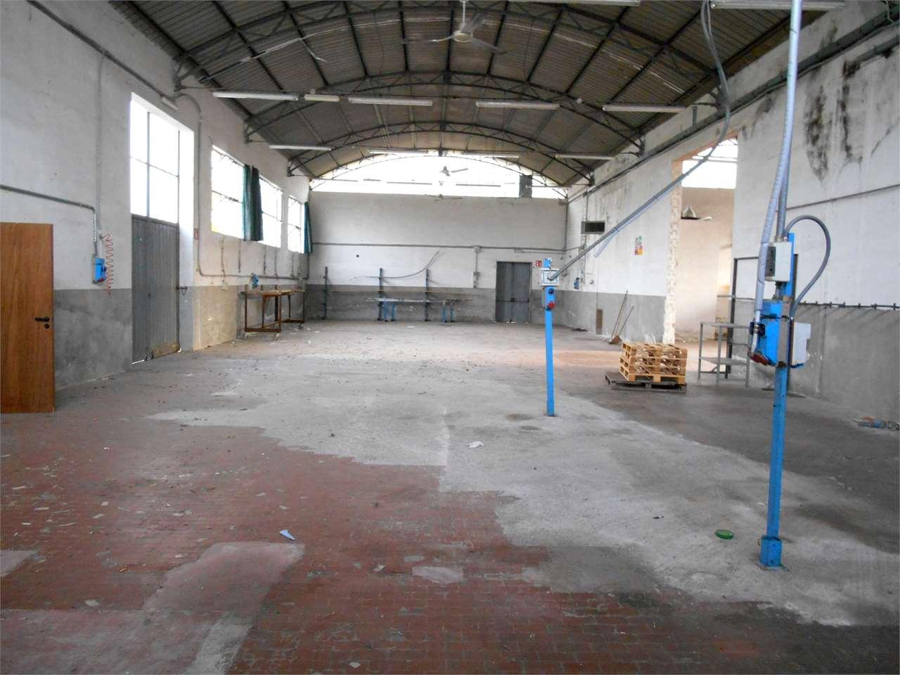 Capannone in vendita a Capannori, 8 locali, zona Località: Camigliano, prezzo € 320.000 | CambioCasa.it