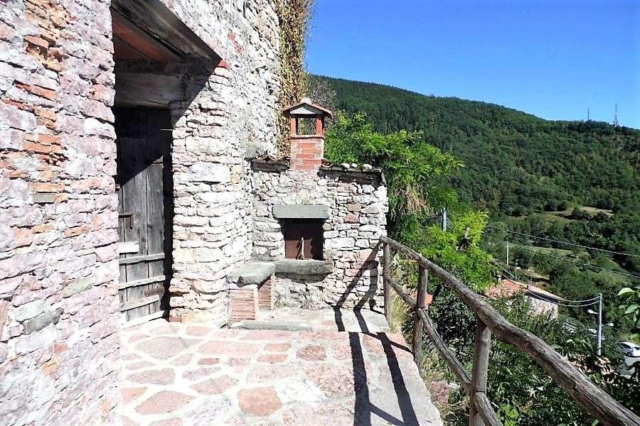 Appartamento in vendita a Villa Collemandina, 7 locali, prezzo € 105.000 | CambioCasa.it