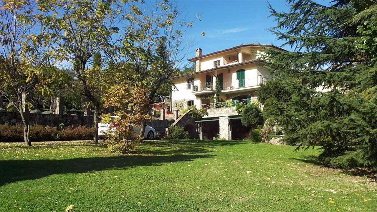 Villa in vendita a Piazza al Serchio, 14 locali, prezzo € 640.000 | CambioCasa.it
