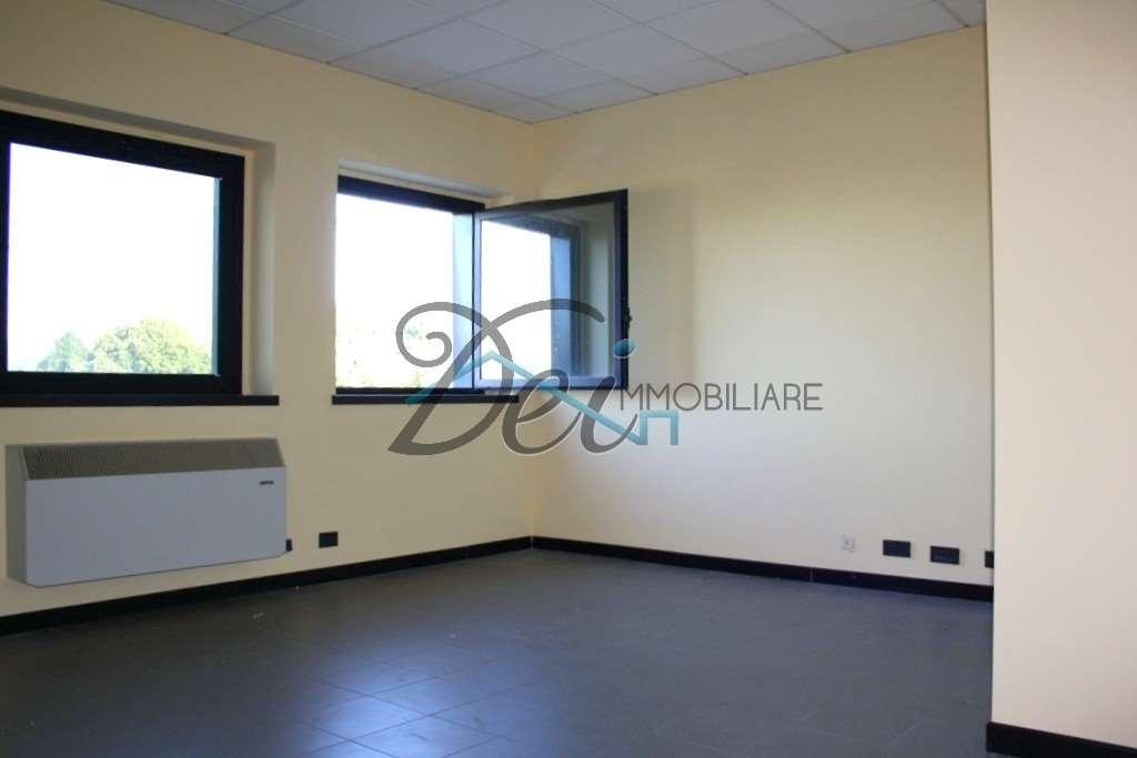 Ufficio / Studio in affitto a Capannori, 2 locali, zona Zona: Lammari , prezzo € 400 | CambioCasa.it