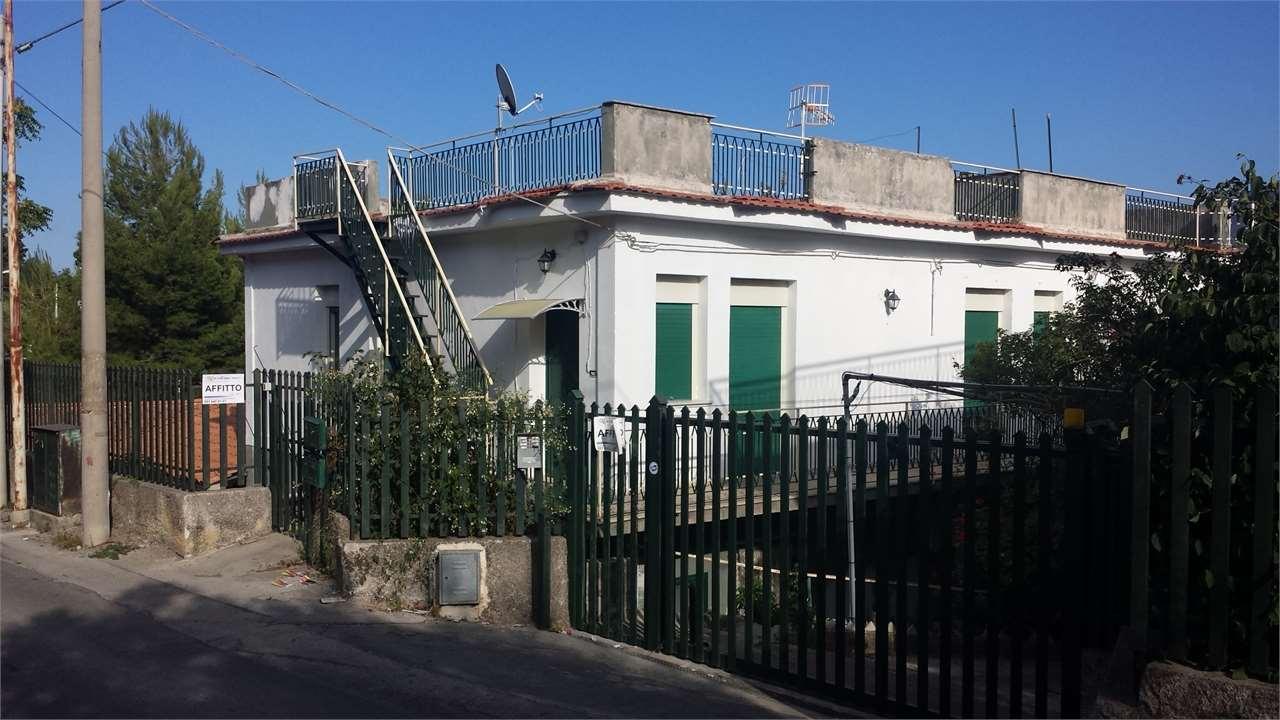 Soluzione Indipendente in affitto a Monreale, 3 locali, zona Località: Periferia, prezzo € 350 | CambioCasa.it