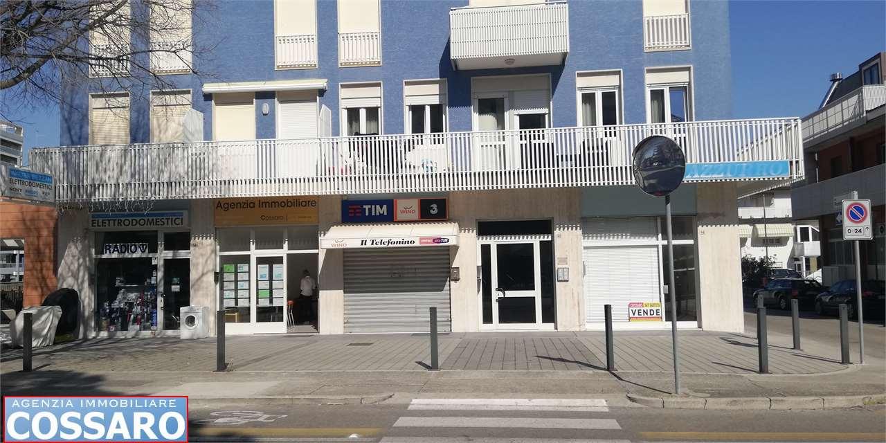 Negozio / Locale in vendita a Lignano Sabbiadoro, 9999 locali, zona Zona: Lignano Sabbiadoro, Trattative riservate | CambioCasa.it