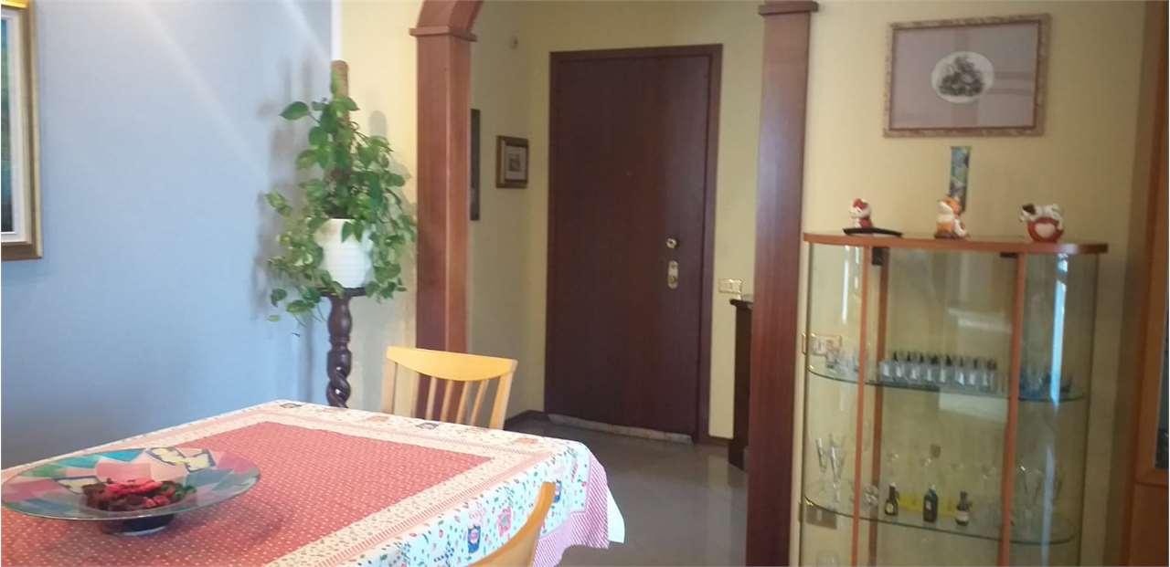 Appartamento in vendita a Madone, 4 locali, prezzo € 120.000   CambioCasa.it