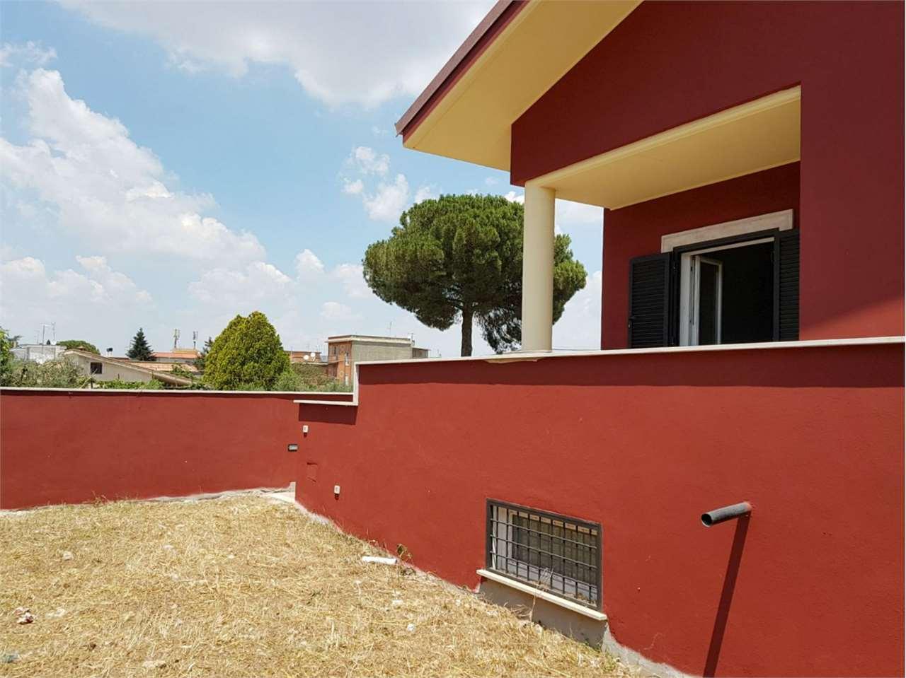 Villa Bifamiliare in vendita a Roma, 8 locali, zona Località: Casilina/ Prenestina/ Centocelle/ Alessandrino, prezzo € 159.000 | CambioCasa.it