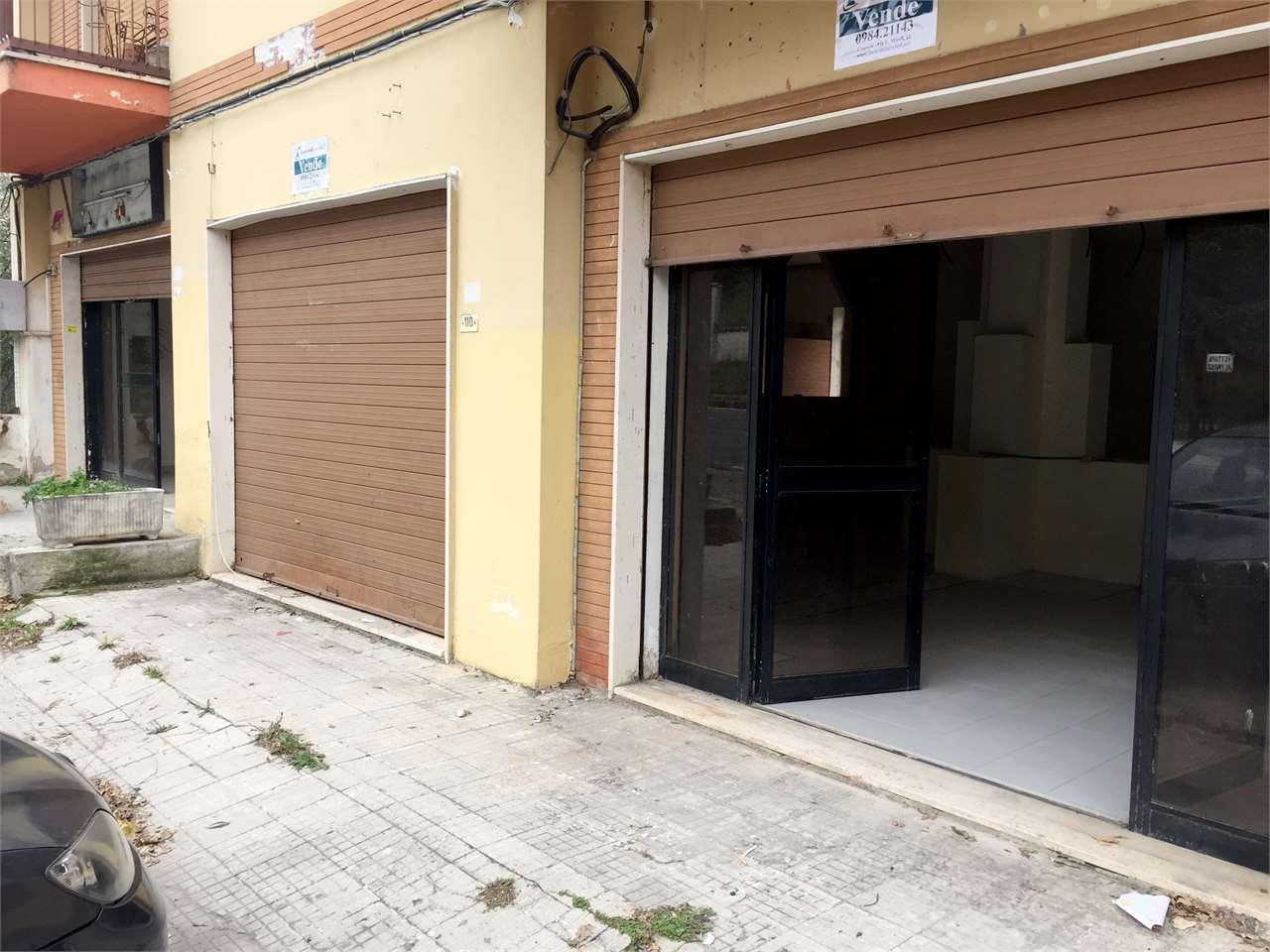 Magazzino in vendita a Carolei, 9999 locali, prezzo € 68.000   CambioCasa.it