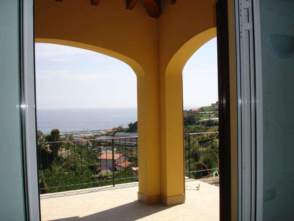 Villa in vendita a Santo Stefano al Mare, 6 locali, prezzo € 650.000 | CambioCasa.it