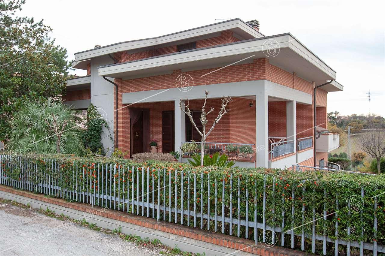 Villa singola Osimo V0135