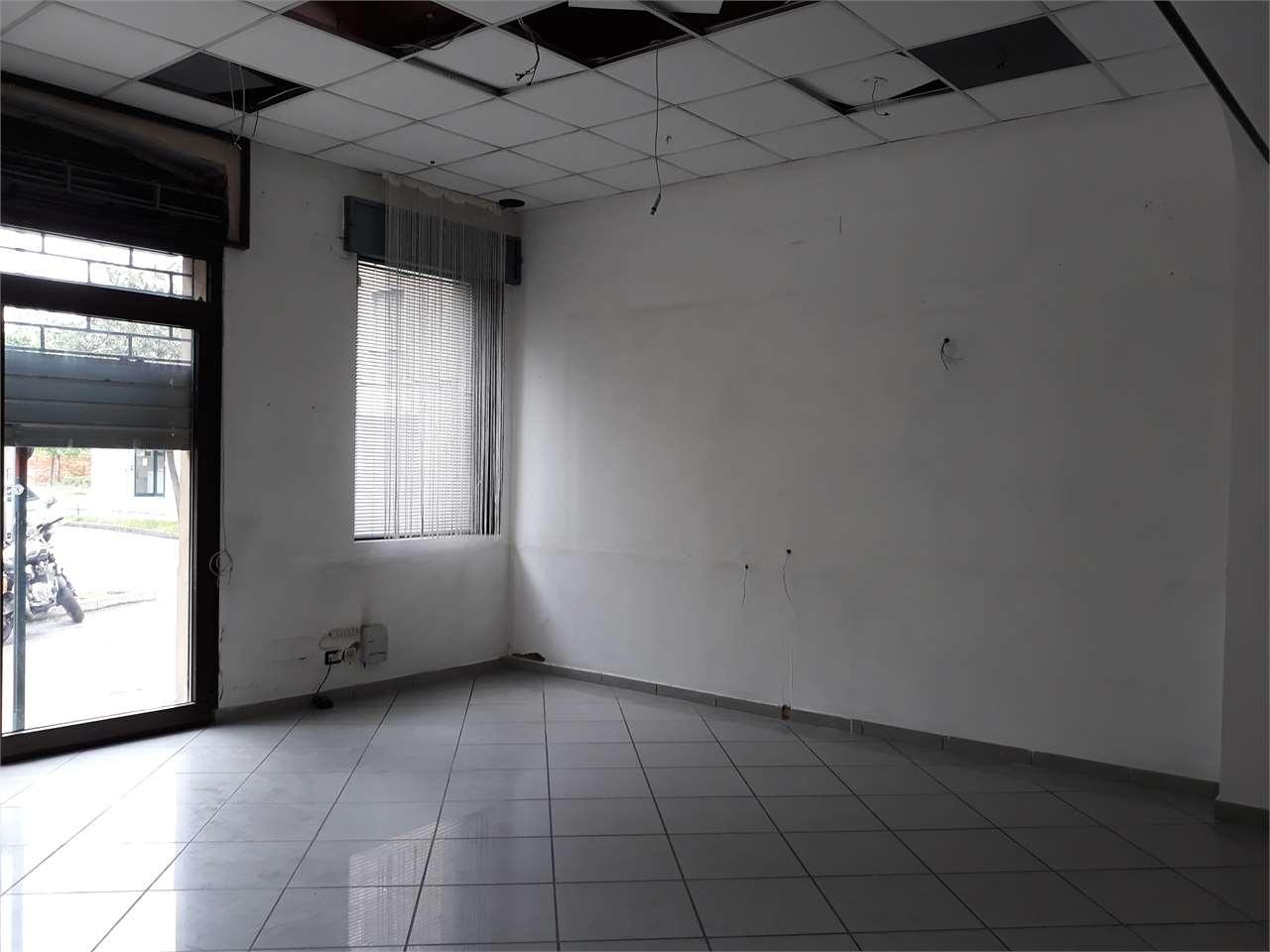 Negozio / Locale in affitto a Modena, 2 locali, zona Zona: Zona Viali, prezzo € 650 | CambioCasa.it
