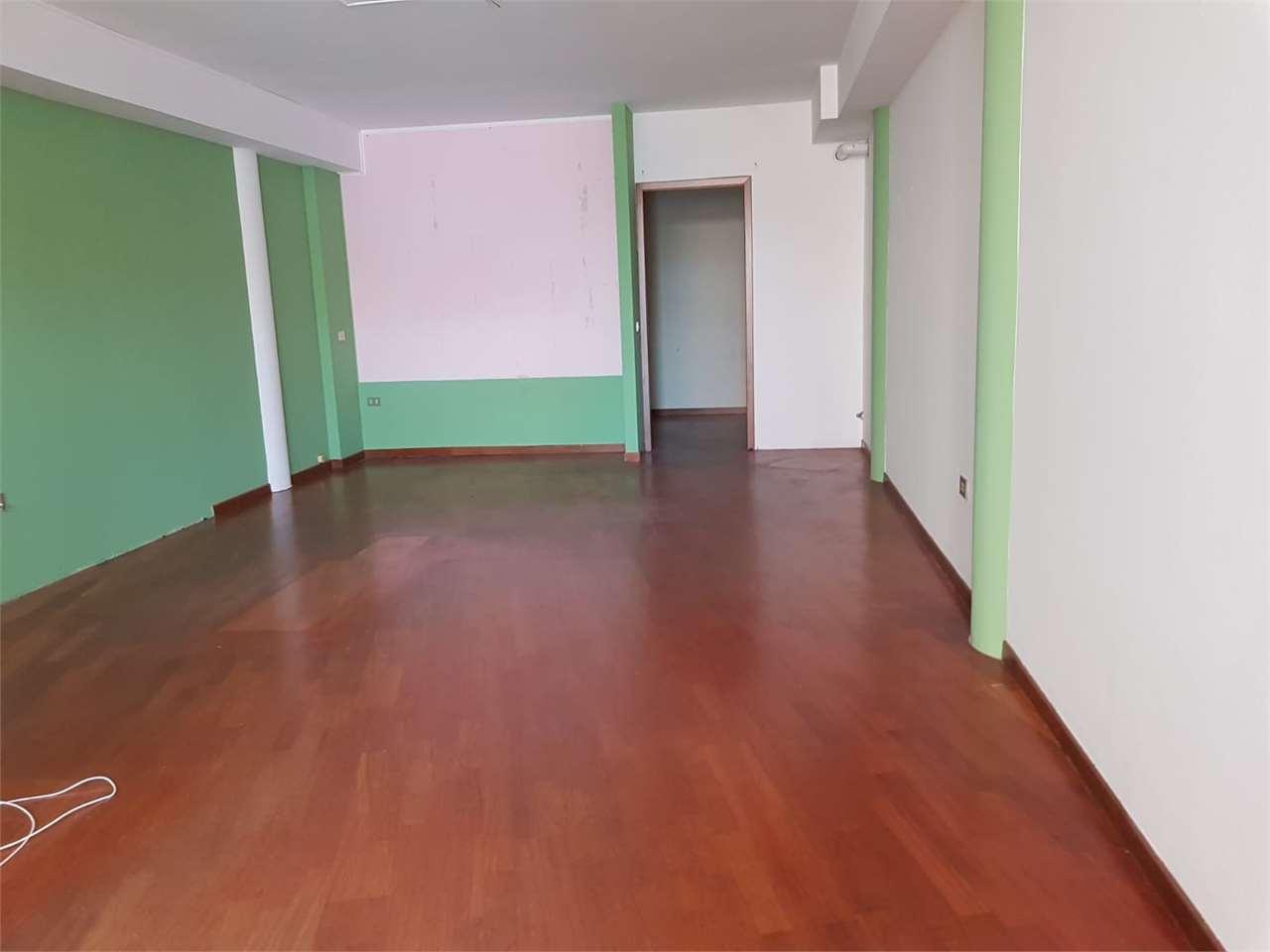 Negozio / Locale in affitto a Thiene, 2 locali, prezzo € 650 | CambioCasa.it