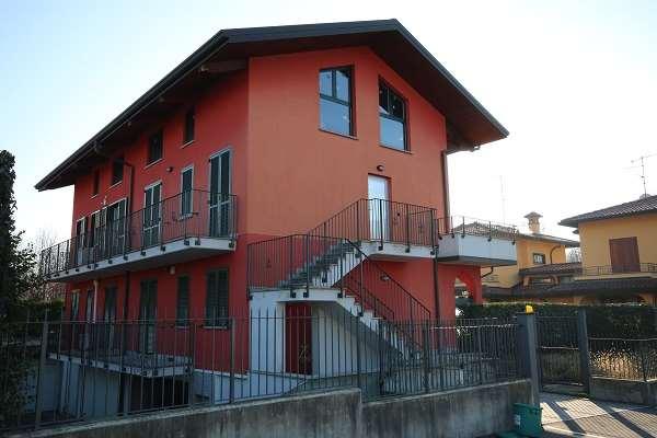 Appartamento in vendita a Olgiate Comasco, 5 locali, prezzo € 210.000 | CambioCasa.it