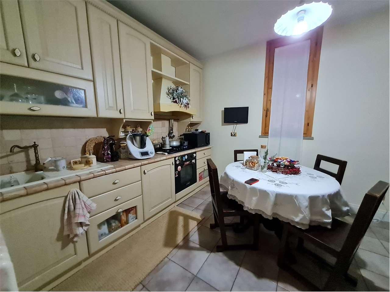 Appartamento in vendita a Follo, 4 locali, prezzo € 178.000 | CambioCasa.it