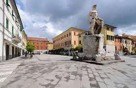 Attività / Licenza in vendita a Sarzana, 9999 locali, prezzo € 300.000   CambioCasa.it