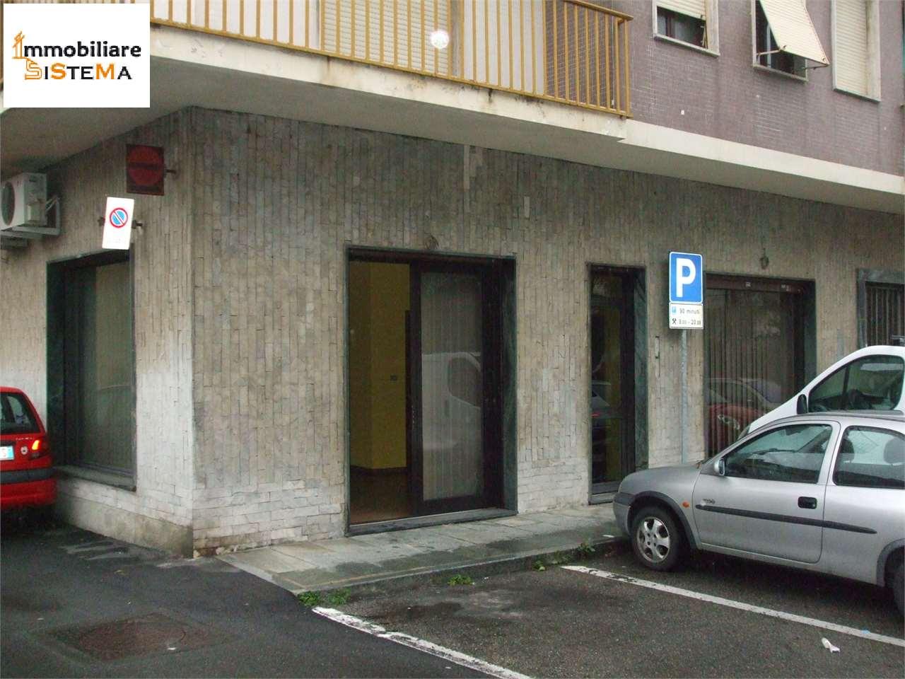 Negozio / Locale in affitto a Chieri, 9999 locali, prezzo € 300 | CambioCasa.it