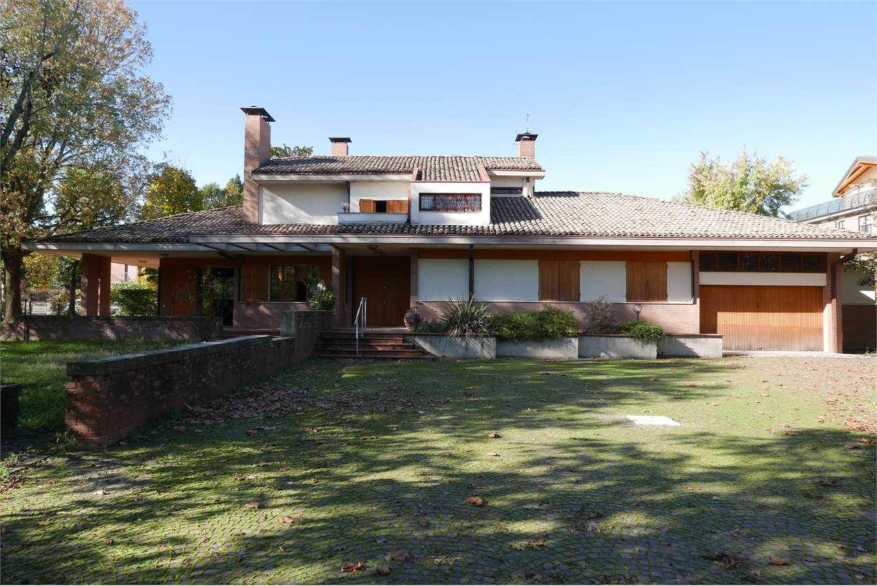 Villa in vendita a Castelnuovo Rangone, 10 locali, zona Zona: Montale, Trattative riservate | CambioCasa.it