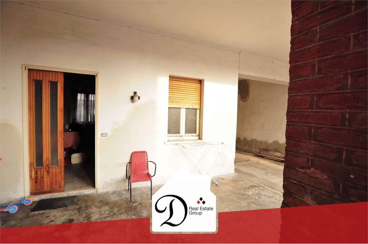 Appartamento in vendita a Besnate, 2 locali, prezzo € 37.000   CambioCasa.it