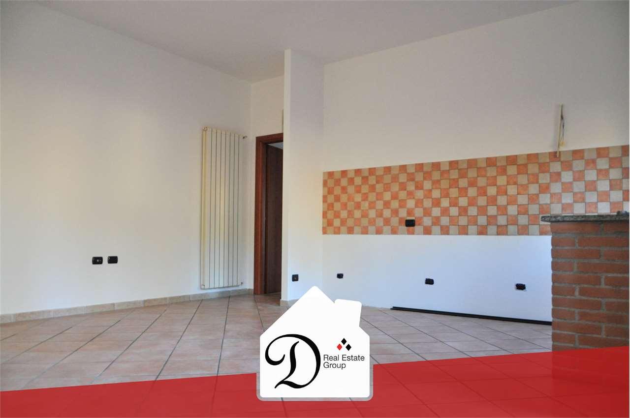 Appartamento in vendita a Somma Lombardo, 5 locali, prezzo € 125.000 | CambioCasa.it