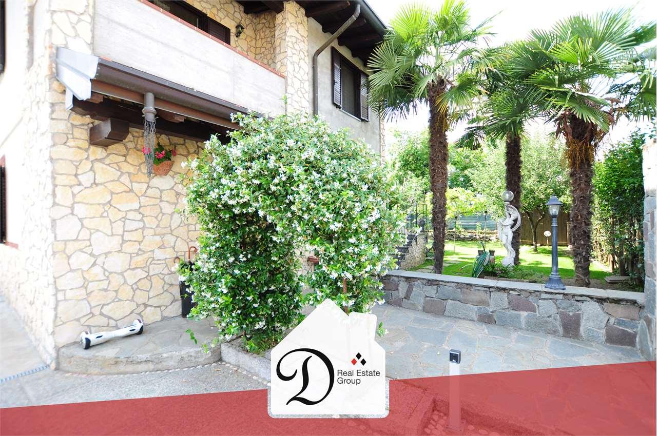 Villa in vendita a Somma Lombardo, 7 locali, prezzo € 279.000   CambioCasa.it