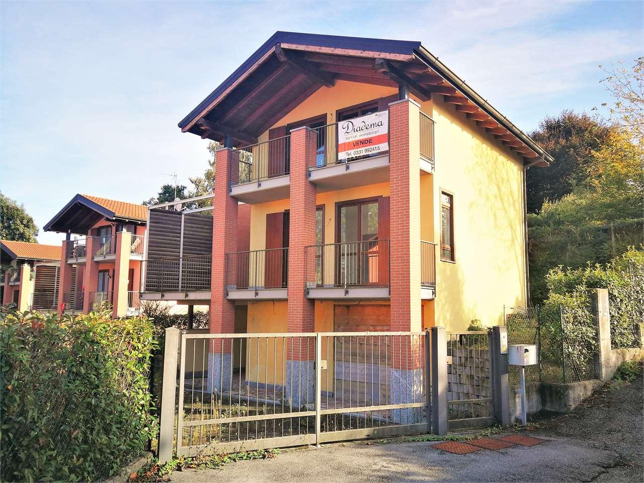 Villa in vendita a Bodio Lomnago, 7 locali, prezzo € 250.000 | CambioCasa.it
