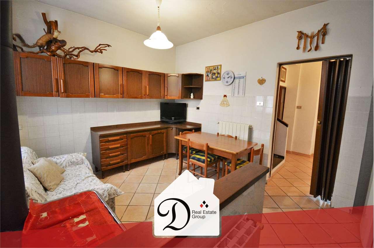 Appartamento in vendita a Castronno, 6 locali, prezzo € 65.000 | CambioCasa.it