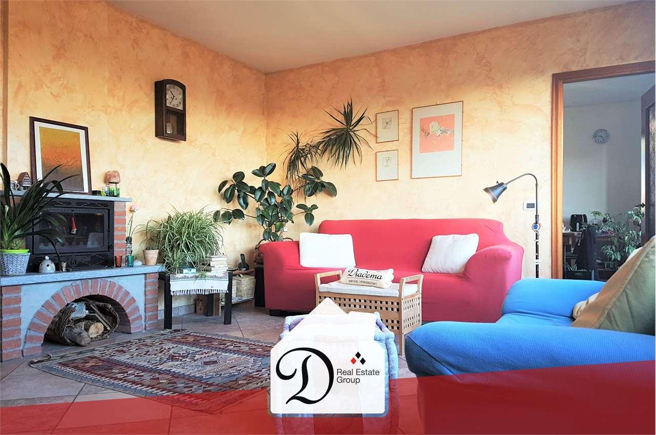 Appartamento in vendita a Caronno Varesino, 3 locali, prezzo € 175.000   CambioCasa.it