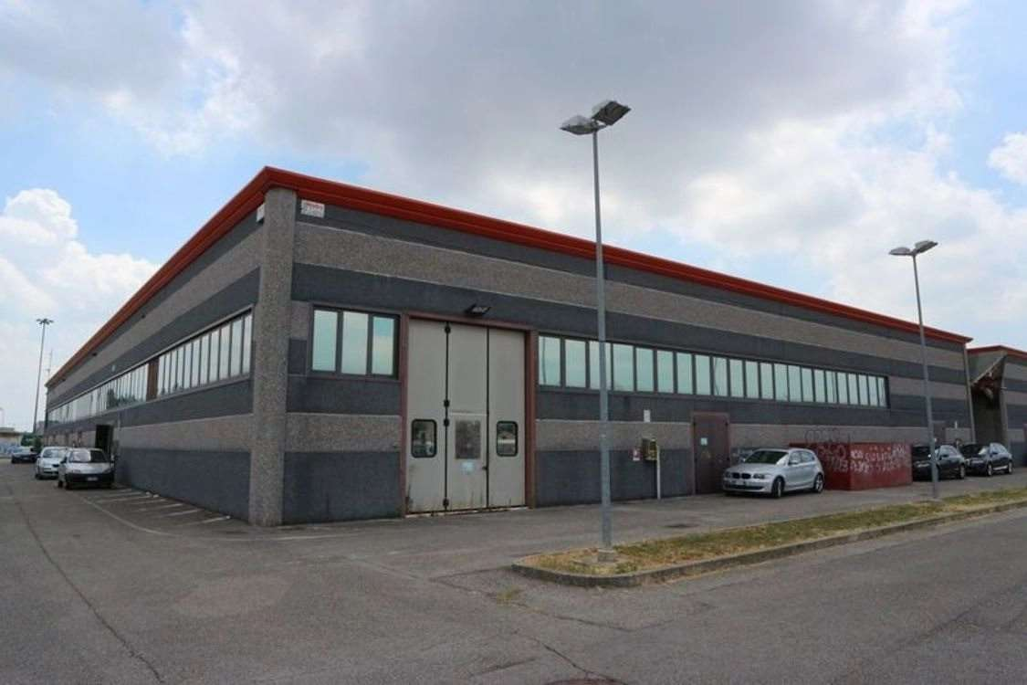 Negozio / Locale in vendita a Sant'Agata sul Santerno, 9999 locali, prezzo € 655.000   CambioCasa.it