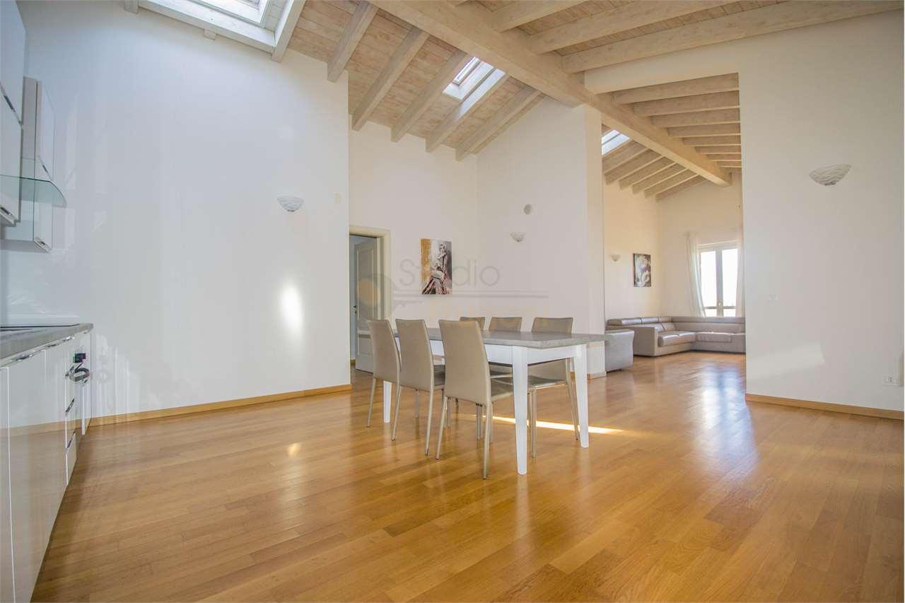 Attico / Mansarda in vendita a Polpenazze del Garda, 5 locali, prezzo € 520.000 | PortaleAgenzieImmobiliari.it