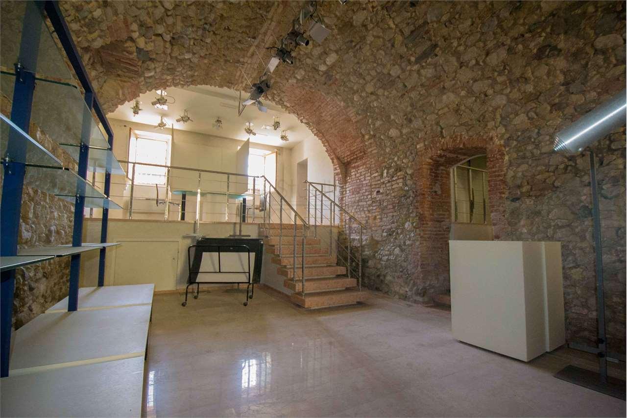 Negozio / Locale in vendita a Padenghe sul Garda, 3 locali, prezzo € 310.000 | PortaleAgenzieImmobiliari.it