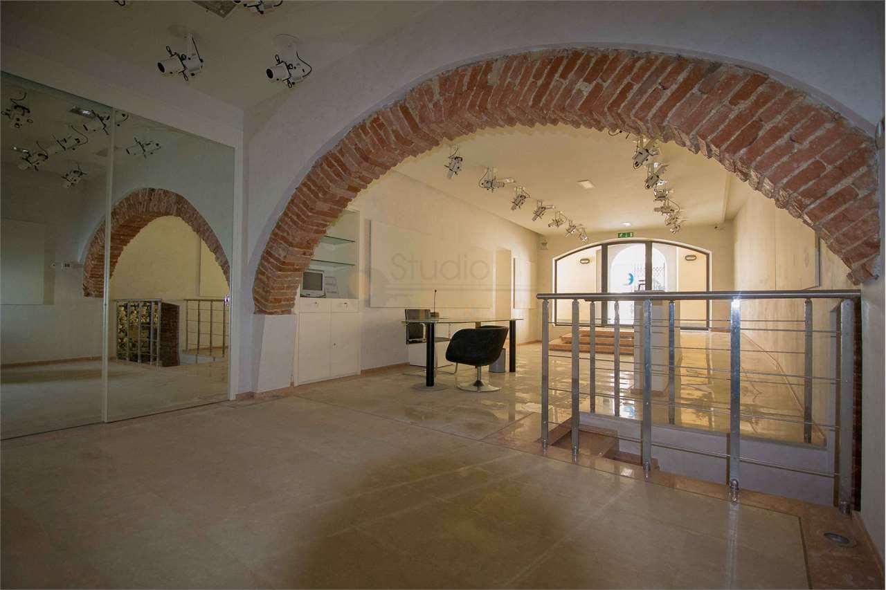 Negozio / Locale in affitto a Padenghe sul Garda, 3 locali, prezzo € 1.500 | CambioCasa.it