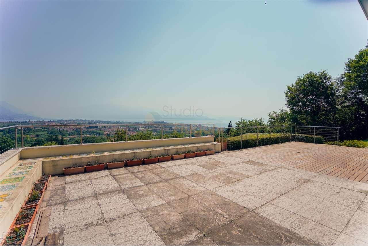 Villa in vendita a San Felice del Benaco, 6 locali, Trattative riservate | PortaleAgenzieImmobiliari.it