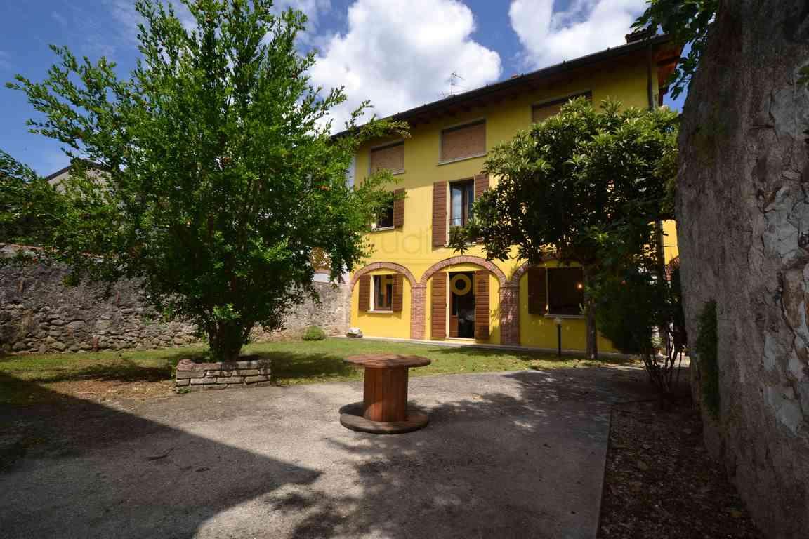 Rustico / Casale in vendita a Gavardo, 10 locali, prezzo € 420.000 | CambioCasa.it