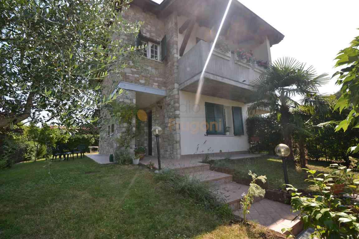 Villa in vendita a Puegnago sul Garda, 5 locali, prezzo € 340.000   PortaleAgenzieImmobiliari.it