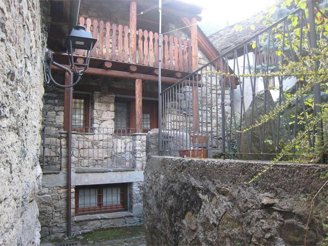 Foto 1 di Casa indipendente via negri parnisetti 11, Bannio Anzino