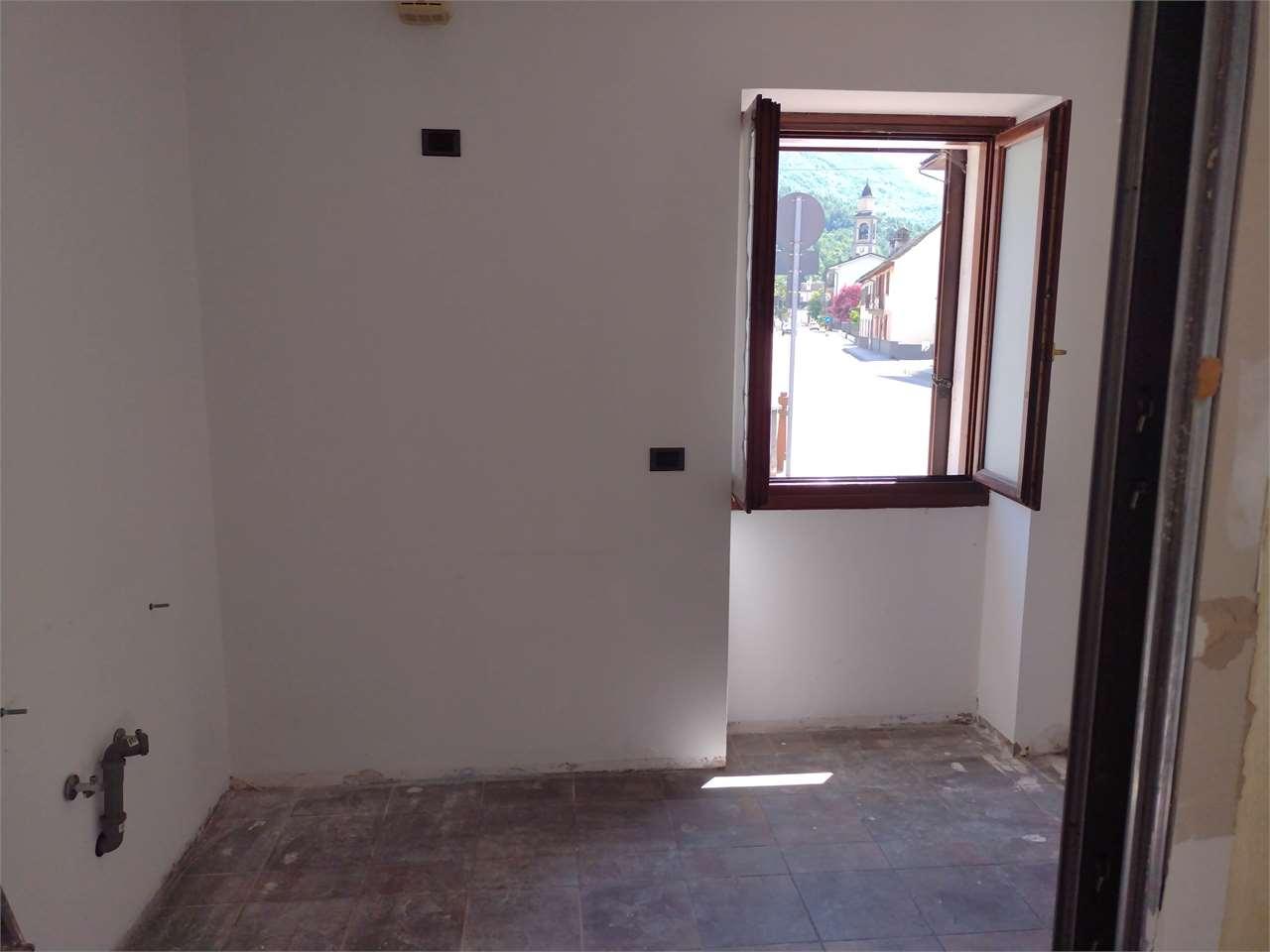 Ufficio / Studio in affitto a Masera, 4 locali, prezzo € 390 | CambioCasa.it